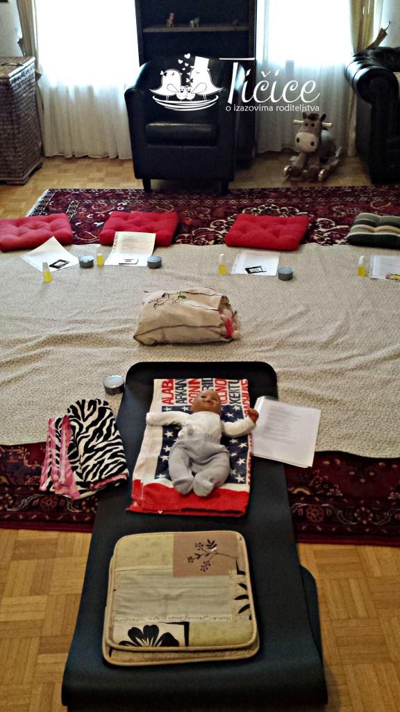 kako smo dnevnu sobu pretvorili u udobno mesto za masažu beba